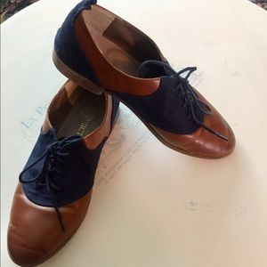 Cute & Comfy Saddle Shoes. Navy & Brown Leather